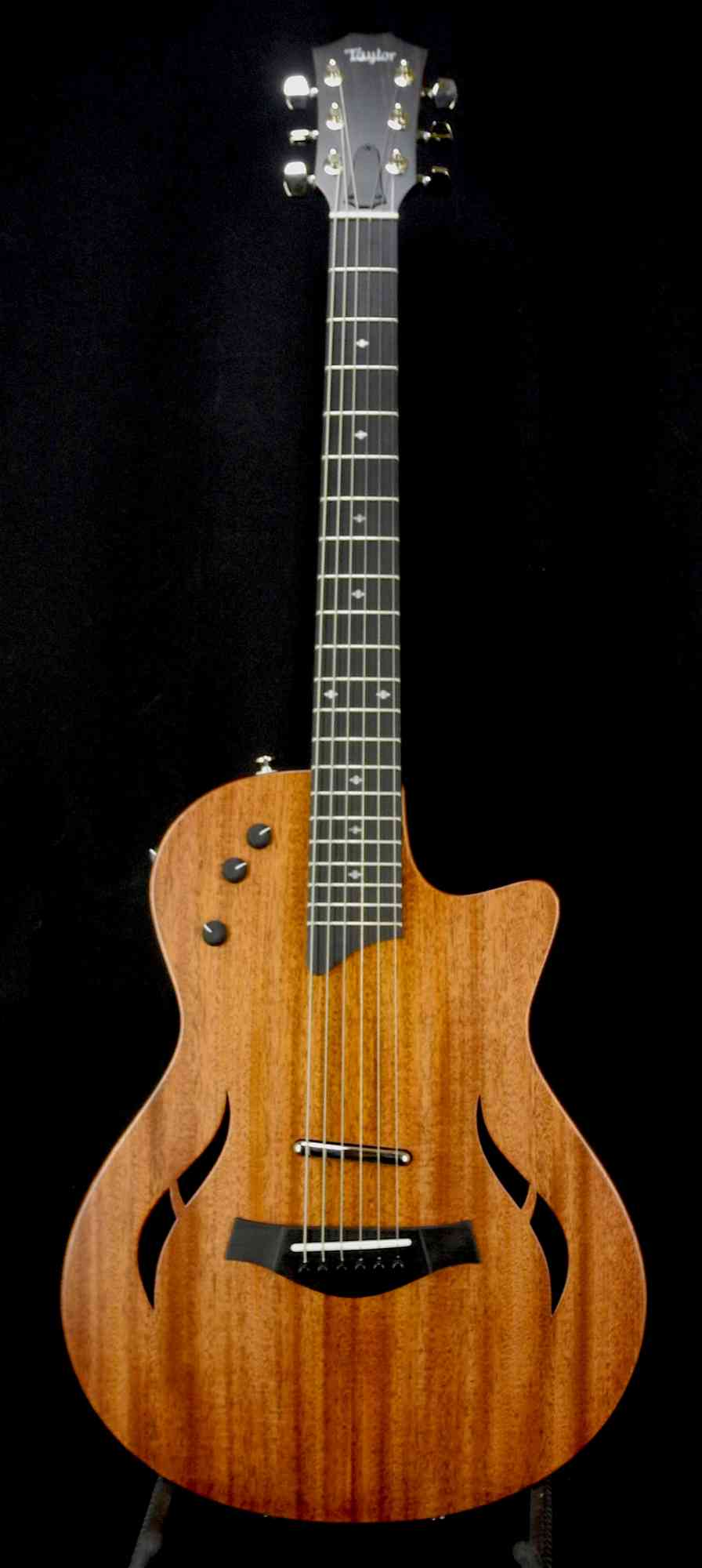 Taylor T5Z Classic  Mahogany. Click to enlarge