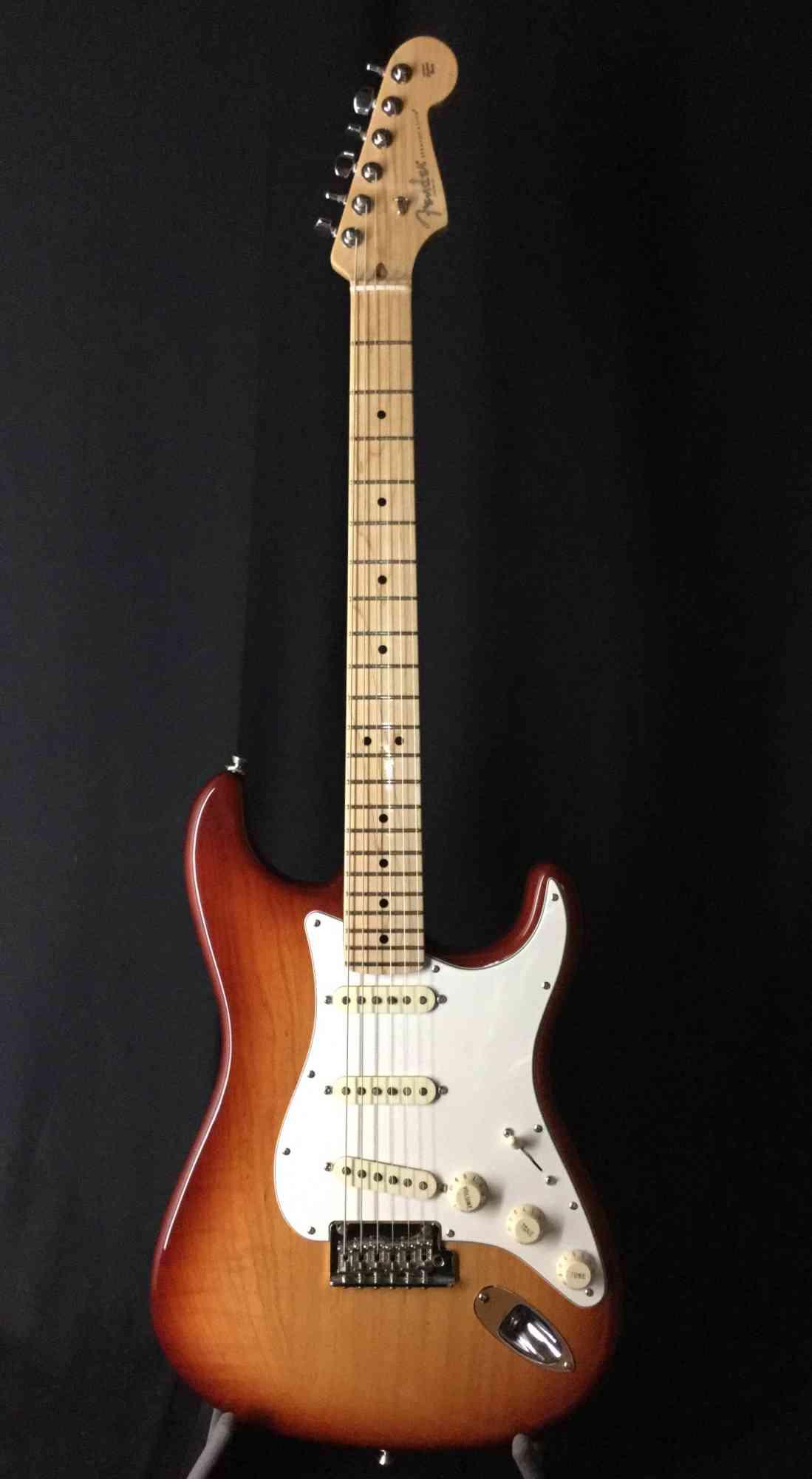 Fender Light Ash Stratocaster 2017 Sienna-Burst. Click to enlarge