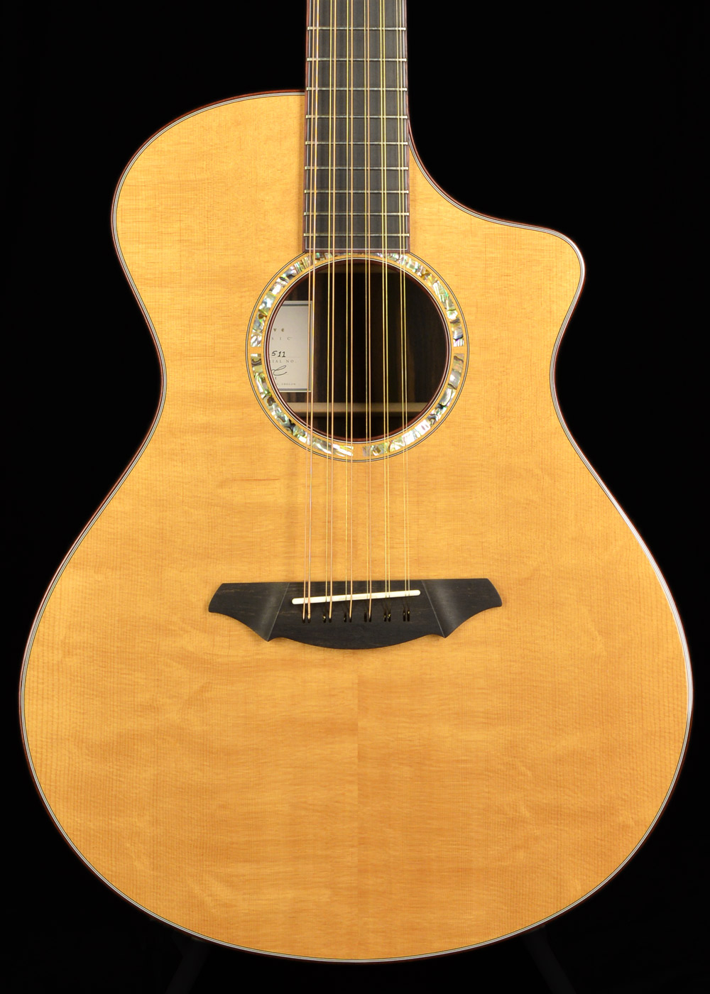 Front view of Breedlove C25/E Master Class 2004 Natural